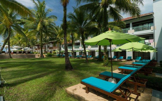 Ligbedden van Resort The Briza Beach Khao lak