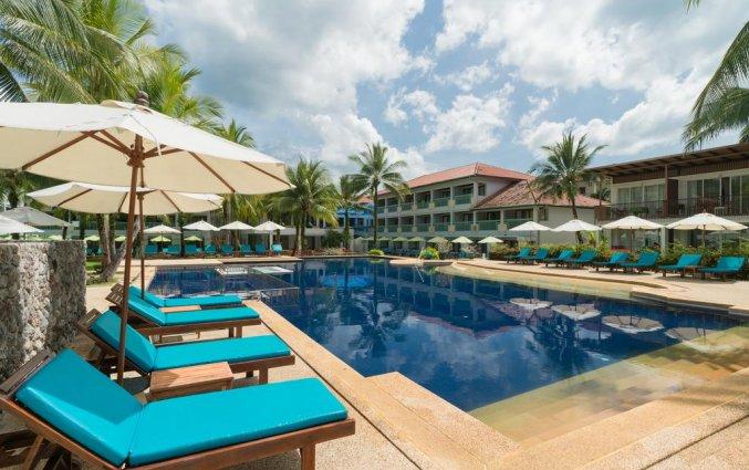 Zwembad van Resort The Briza Beach Khao lak