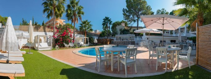Buitenzwembad met terras van Hotel La Cocha Soul op Mallorca