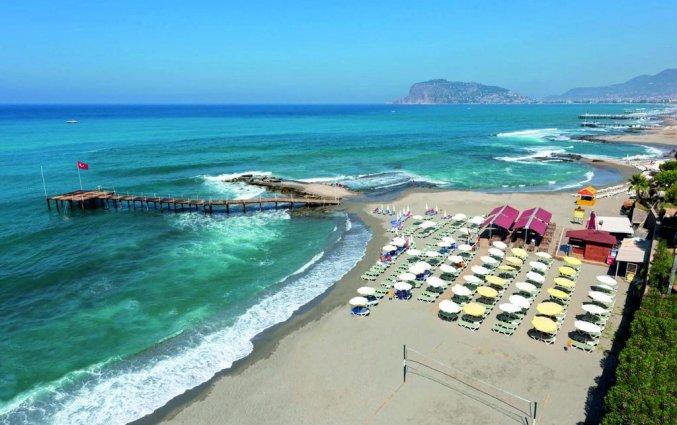 Strand van hotel Grand Kaptan