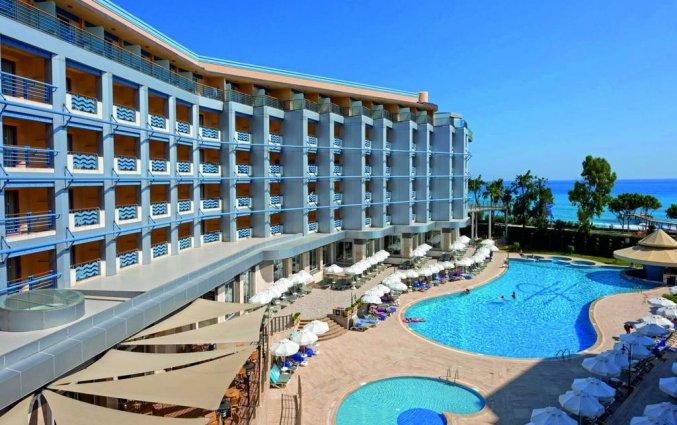 Buitenaanzicht van hotel Grand Kaptan