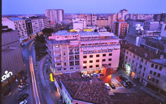 Bovenaanzicht van hotel Venezia