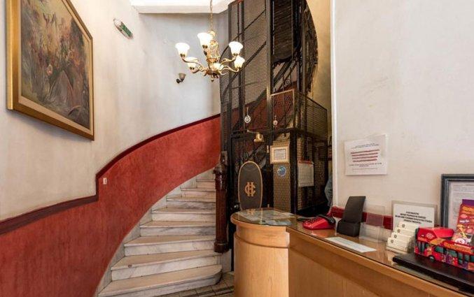 Lobby van hotel Cecil Athene