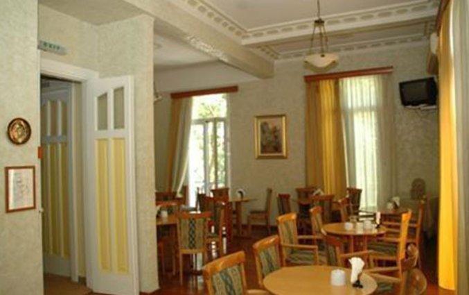 Eetzaal van hotel Cecil Athene