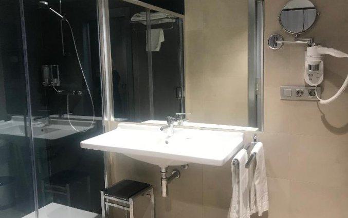 Badkamer van een tweepersoonskamer van Hotel Neptuno in Valencia
