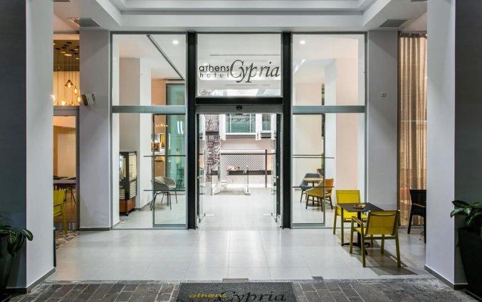 Vooraanzicht van hotel Athens Cypria