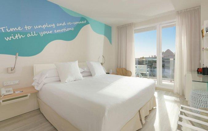 Tweepersoonskamer van Hotel Amare Beach op Ibiza