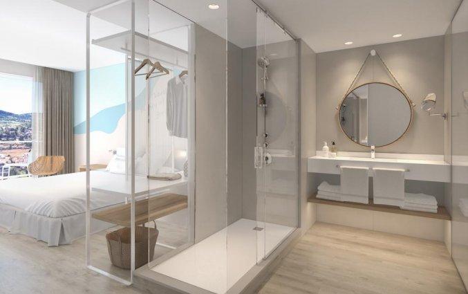 Badkamer van een tweepersoonskamer van Hotel Amare Beach op Ibiza