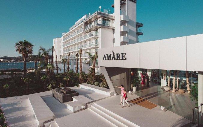 Gebouw van Hotel Amare Beach op Ibiza