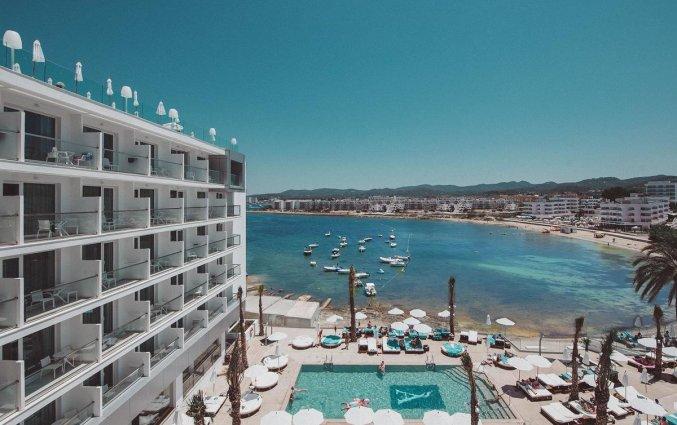 Uitzicht op zee van Hotel Amare Beach op Ibiza