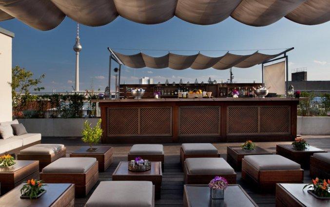 Terras van Hotel AMANO in Berlijn