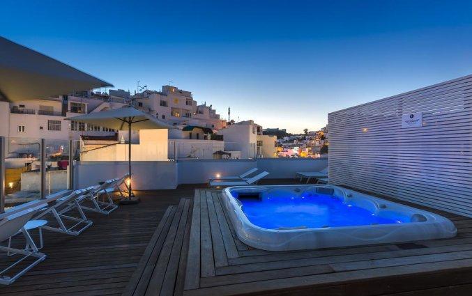 Dakterras met jacuzzi van Hotel Baltum in de Algarve
