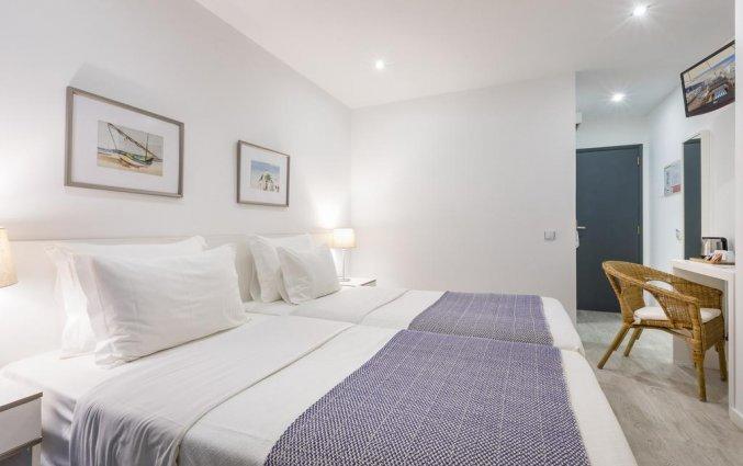 Tweepersoonskamer met twee enkele bedden van Hotel Baltum in de Algarve