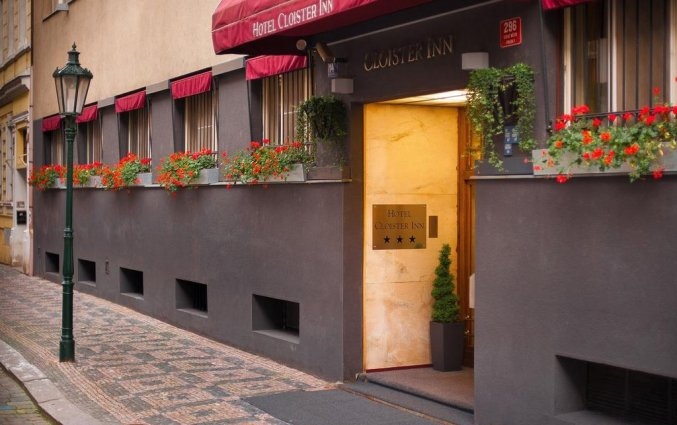 Vooraanzicht van hotel Cloister Inn Praag