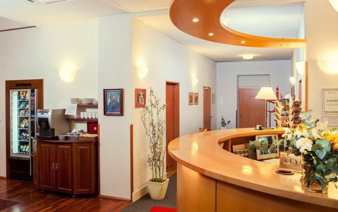 Receptie van hotel Cloister Inn Praag