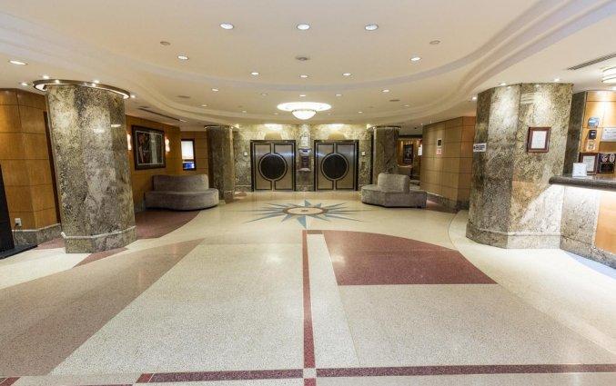 Hal van The Belvedere hotel New York
