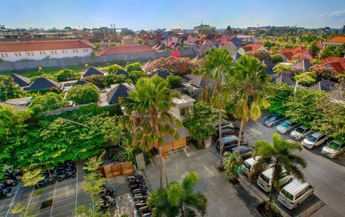 Parkeerplaats van hotel Vin Sky in Bali