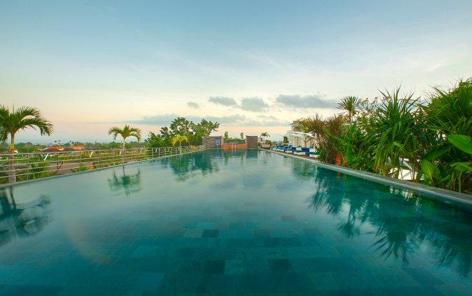 Zwembad van hotel Vin Sky in Bali