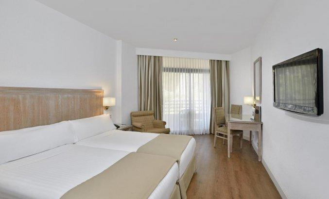 Slaapkamer van hotel Melia Costa del Sol in Torremolinos