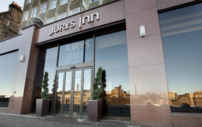 Ingang van hotel Jury's Inn in Edinburgh